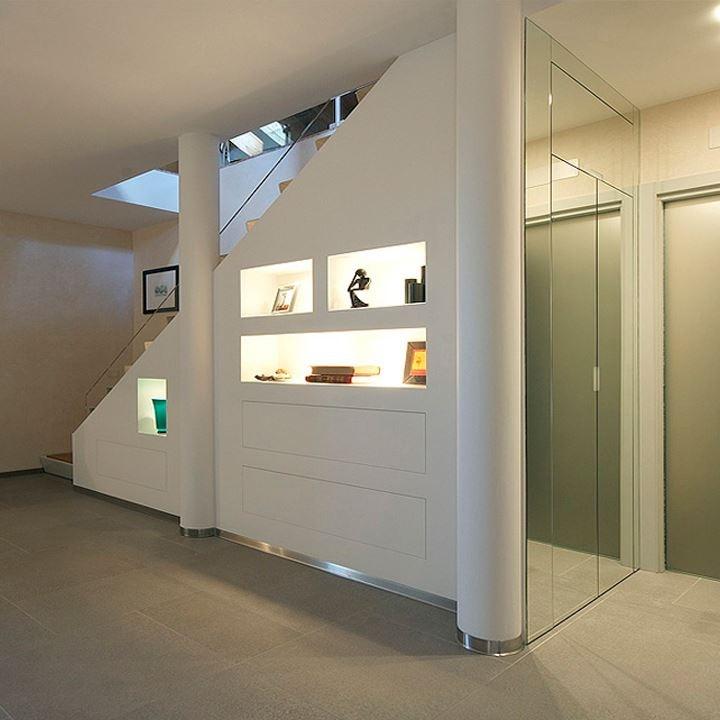 Da ripostiglio a bagno design casa creativa e mobili for Bagno sottoscala