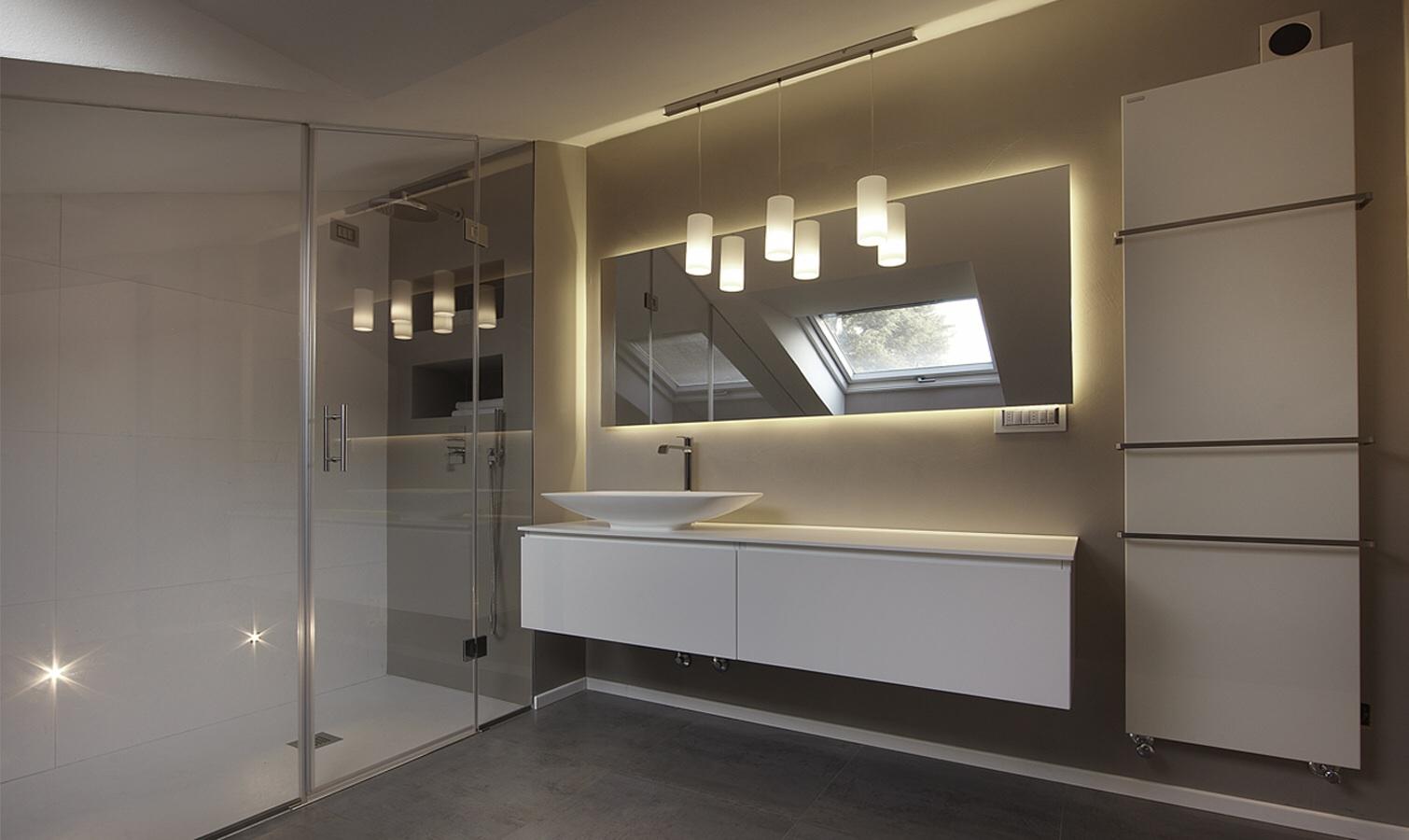 Illuminazione Bagno Mansarda ~ Idee Creative di Interni e Mobili