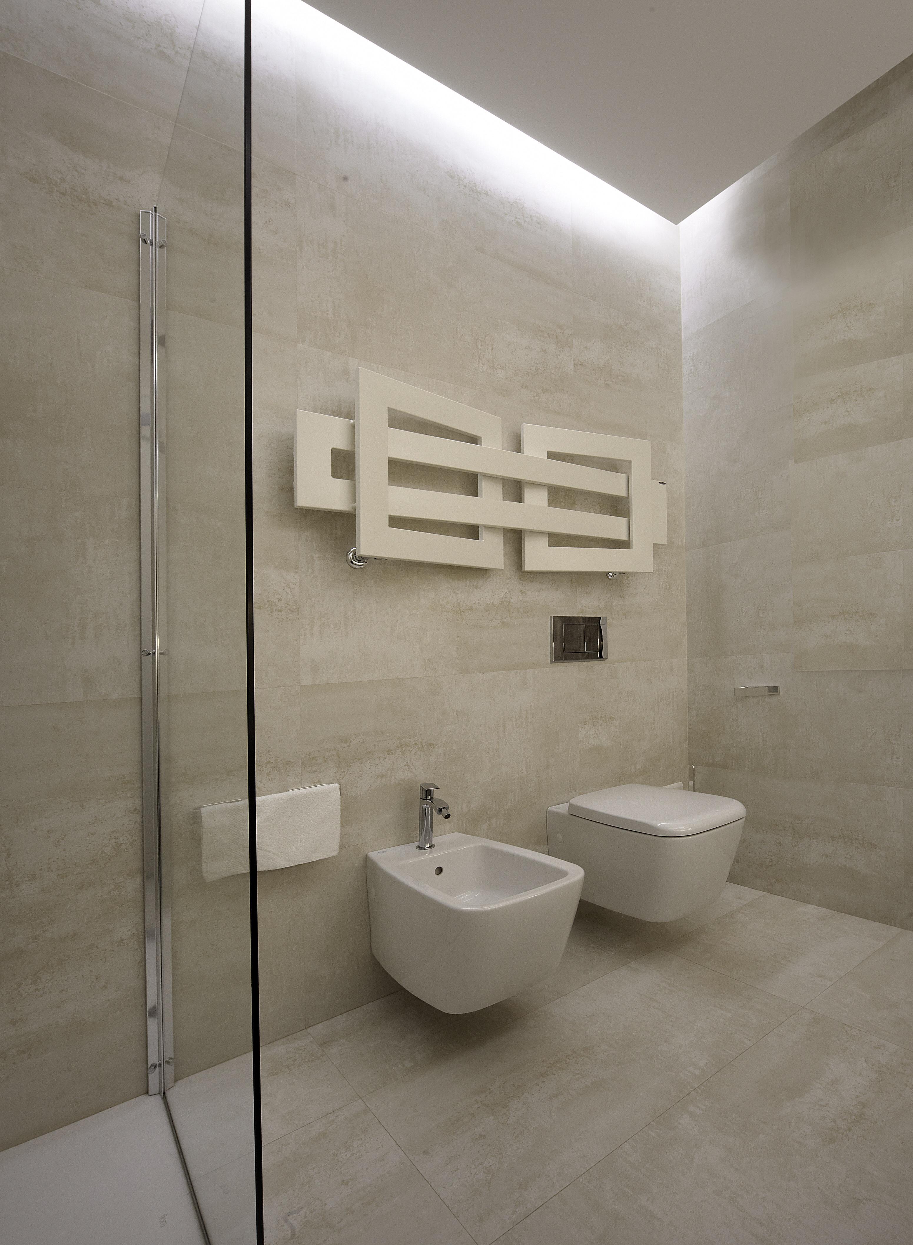 Termoarredo bagno moderno la scelta giusta variata sul for Termoarredo bagno piccolo