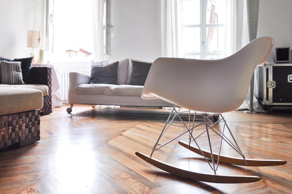 Sedia A Dondolo Rar Eames : Sedia chiara de bernardi